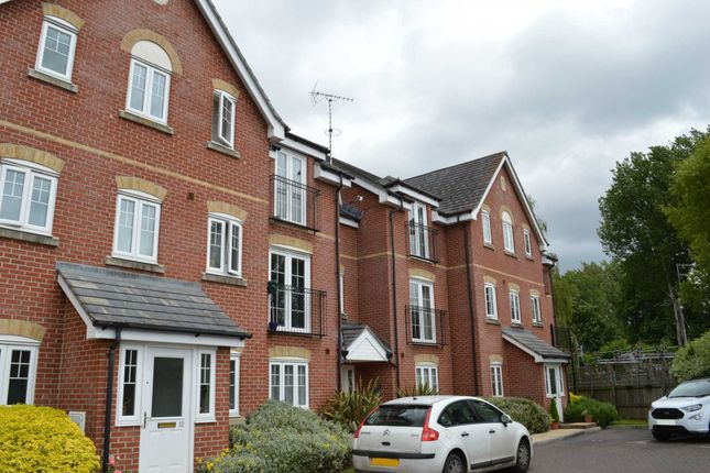2 bed flat to rent in Meadowview, Hungerford RG17