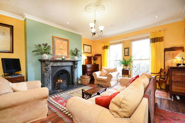Flat to rent in Chalcot Gardens, Belsize Park, London