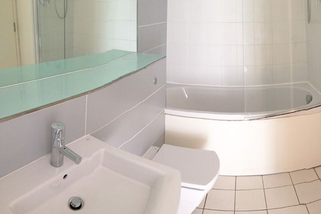 3 Piece Suite With Shower