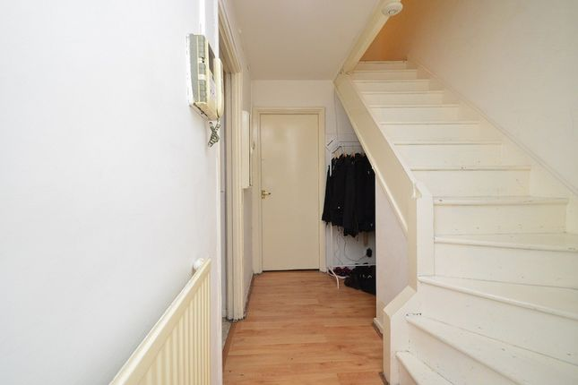Thumbnail Flat to rent in Sandalwood Close Solebay Street, Mile End, Stepney Green, London