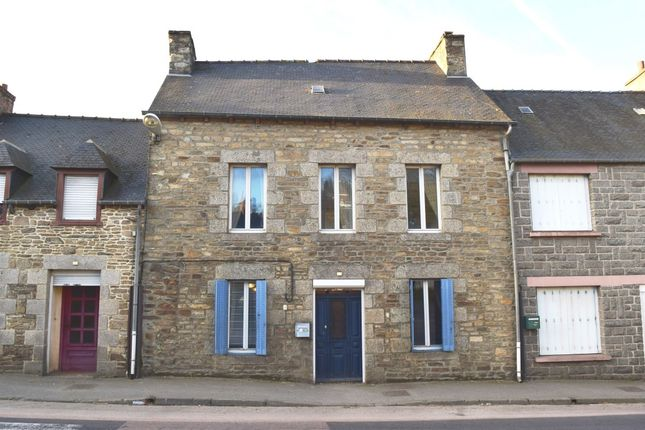 Terraced house for sale in 22150 Plouguenast, Côtes-D'armor, Brittany, France