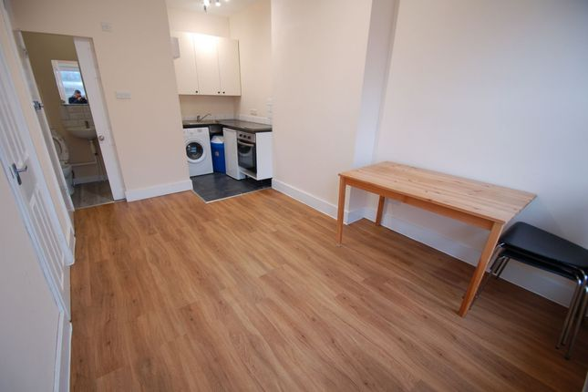 Flat to rent in Greyhound Hill, Hendon