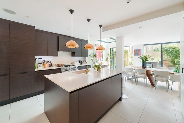 Thumbnail Property to rent in Chesterton Road, London