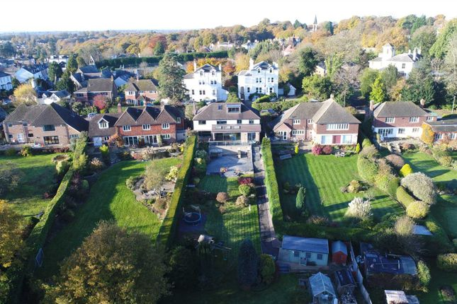 Thumbnail Detached house for sale in Vicarage Road, Southborough, Tunbridge Wells
