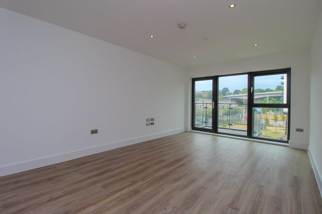 Thumbnail Flat to rent in Waterford House, Bayscape, Cardiff Marina