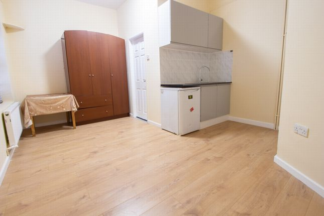 Studio to rent in Fore Street, Edmonton N18