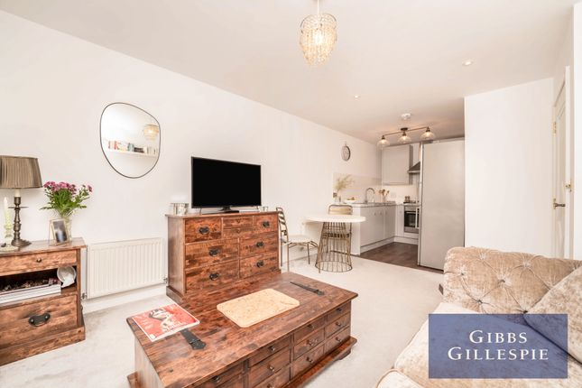 Thumbnail Flat to rent in Glade Court, Uxbridge