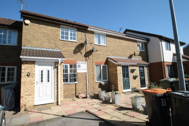Thumbnail Terraced house for sale in Readers Close, Dunstable, Beds
