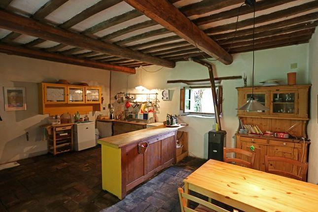 Kitchen 2 of Fondi Di Sopra, Lisciano Niccone, Umbria