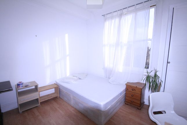 Thumbnail Flat to rent in Somerfield Road, Finsbury Park