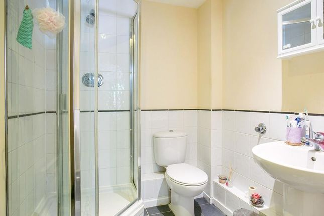 Ensuite of Quadrant Court, Jubilee Square, Reading RG1