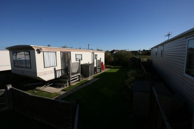 Thumbnail Mobile/park home for sale in Wade End, Selsey