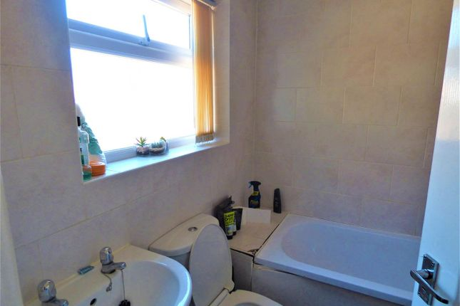 Bathroom of Rodney Street, St. Helens WA10