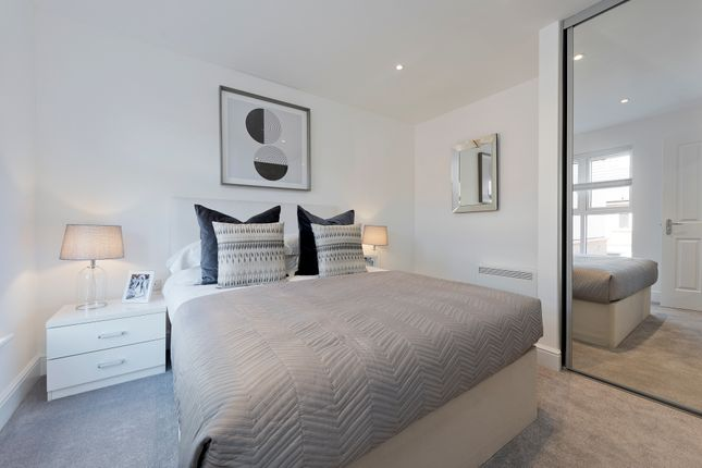 2 bedroom flat for sale in Kingfisher Close, Warwick