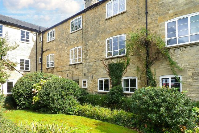Thumbnail Flat to rent in Woodgreen, Witney, Oxfordshire