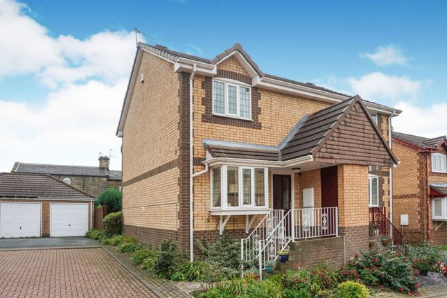Thumbnail Semi-detached house for sale in Oakenshaw Court, Wyke