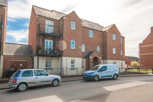 Thumbnail Flat for sale in Cassini Drive, Swindon