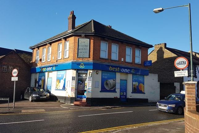 Thumbnail Commercial property for sale in The Red Lion, 1 Frindsbury Road, Rochester, Kent