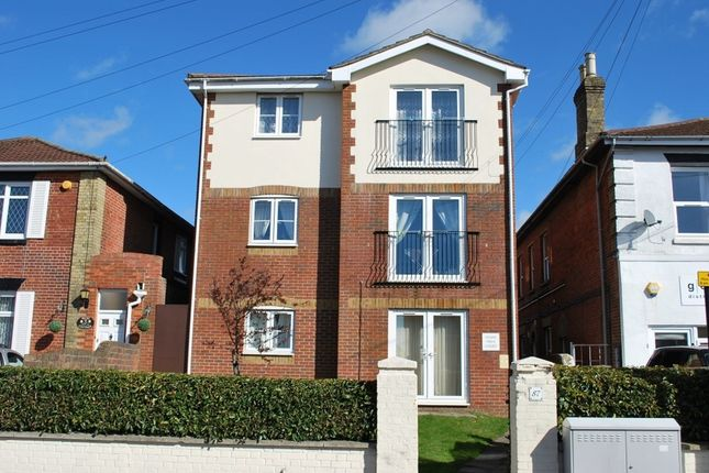 Flat to rent in Millbrook Road East, Southampton