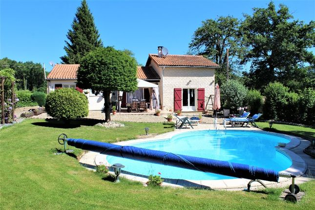 3 bed detached house for sale in Poitou-Charentes, Vienne, Queaux
