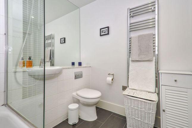 Bathroom of 4 Lambarde Square, Greenwich SE10