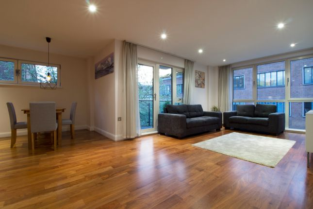 Thumbnail Triplex to rent in Clerkenwell Road, London