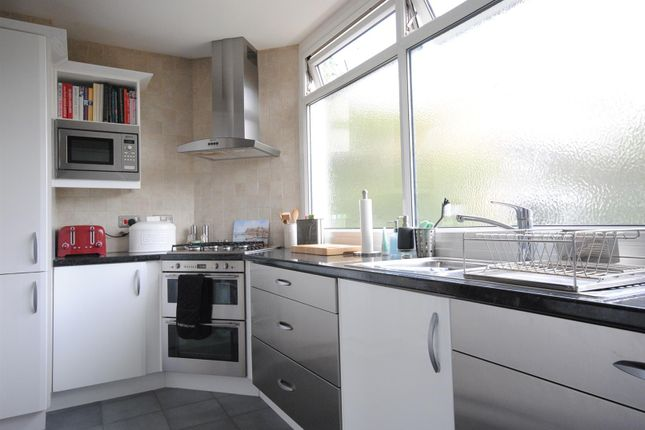 Fitted Kitchen: of Sunninghill Court, Sunninghill, Ascot SL5