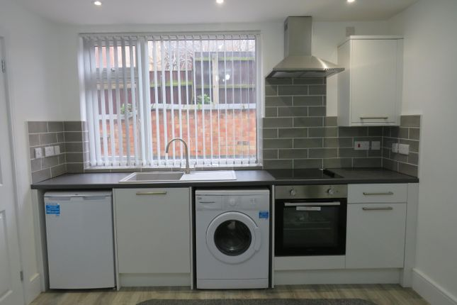 Thumbnail Flat to rent in Swinburne Street, Derby