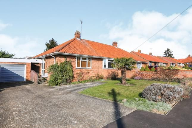 Thumbnail Bungalow for sale in Granville Road, Hitchin, Herts, England