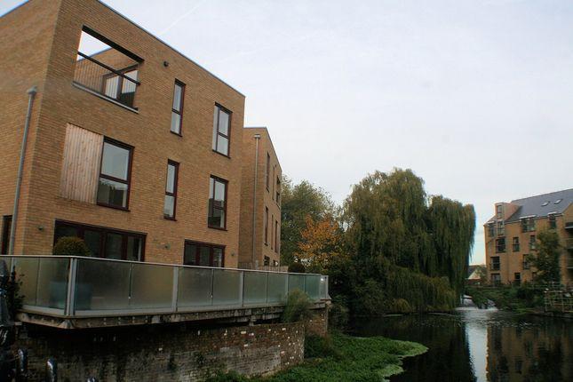 Thumbnail Town house to rent in Kings Mill Way, Denham