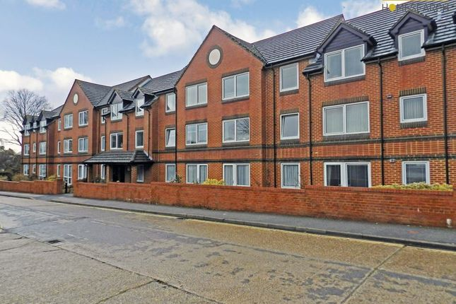 1 bed flat for sale in Homethorne House, Crawley