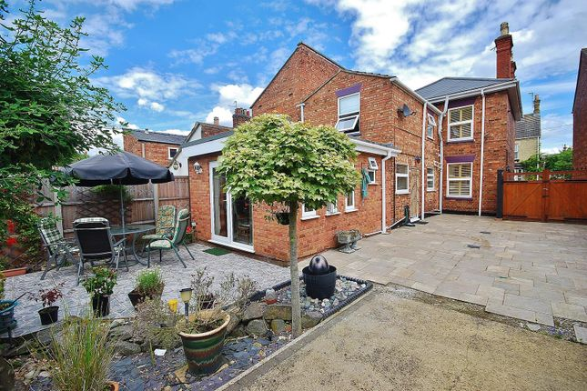 Thumbnail Detached house for sale in Cross Street, Spalding