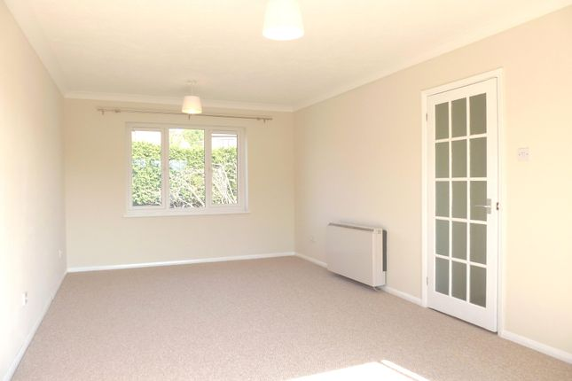 3 bed flat to rent in Montargis Way, Crowborough TN6