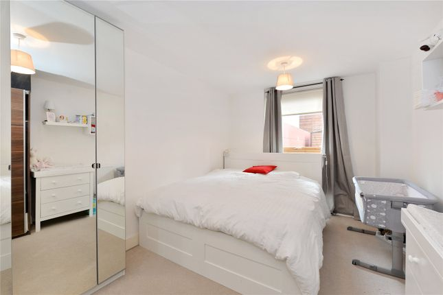 Master Bedroom of Phoenix Heights East, 4 Mastmaker Road, London E14