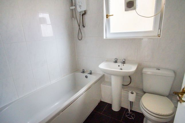 Bathroom of Broughty Ferry Road, Dundee DD4