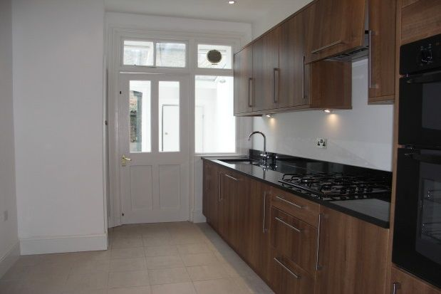 3 bed property to rent in Greenend Road, Chiswick