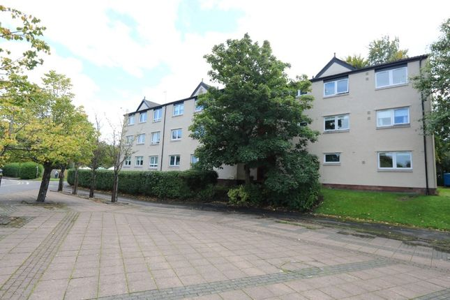 3 bed flat to rent in Rodger Place, Glasgow G73