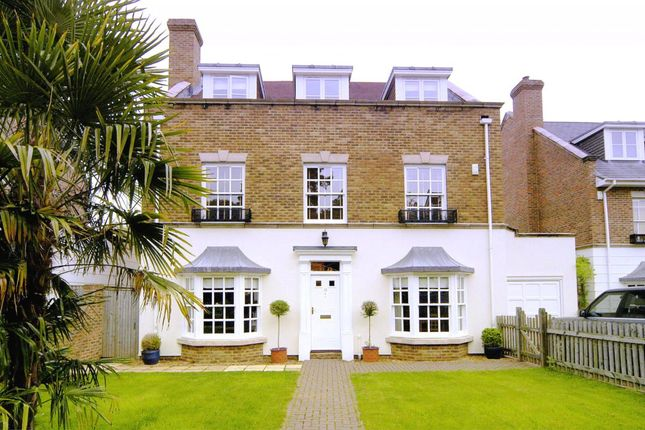 Thumbnail Detached house to rent in Raphael Drive, Thames Ditton