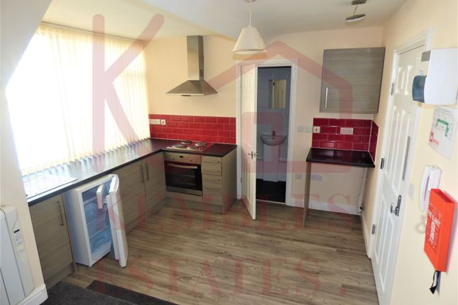 Thumbnail Flat to rent in Cleveland Street, Doncaster