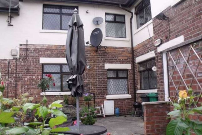 Thumbnail Flat to rent in Wellmead Close, Manchester