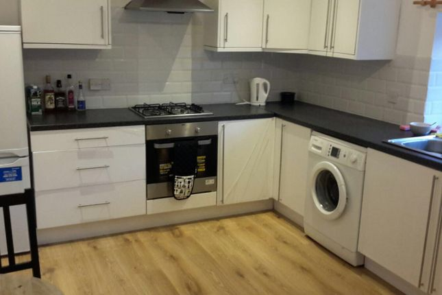 2 bed flat to rent in North Road, West Drayton