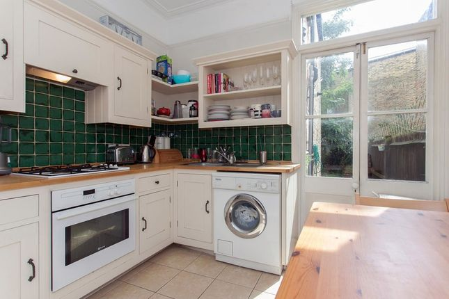 Thumbnail Flat to rent in Dinsmore Road, London