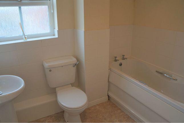 Bathroom of Pioneer Road, Swindon SN25