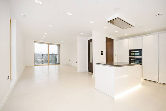Thumbnail Flat for sale in Cherry Tree Hill, East Finchley
