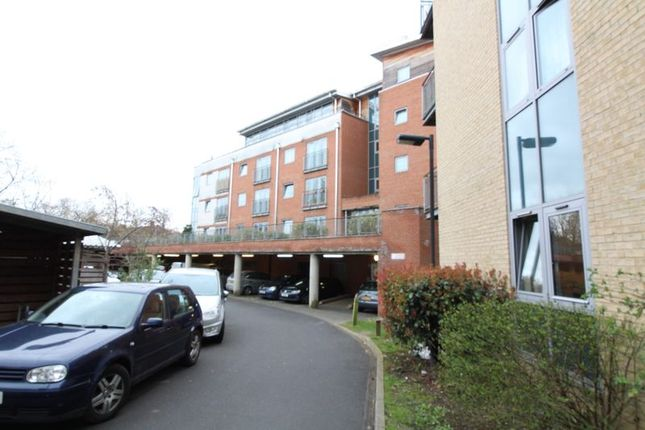 2 bed flat for sale in Windmill Road, Slough