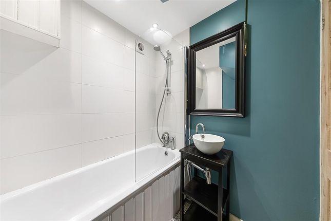 Bathroom of Western Mews, London W9