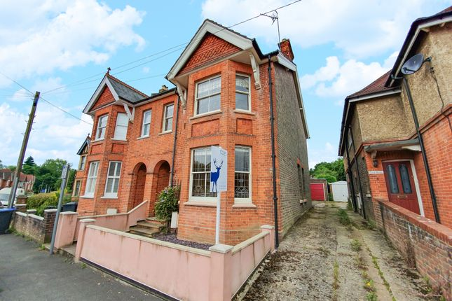 Thumbnail Semi-detached house to rent in Grosvenor Road, East Grinstead