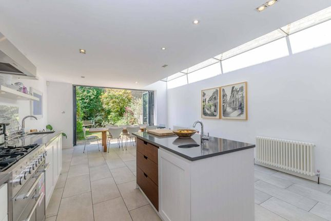 Thumbnail Property to rent in Carlisle Road, Queen's Park