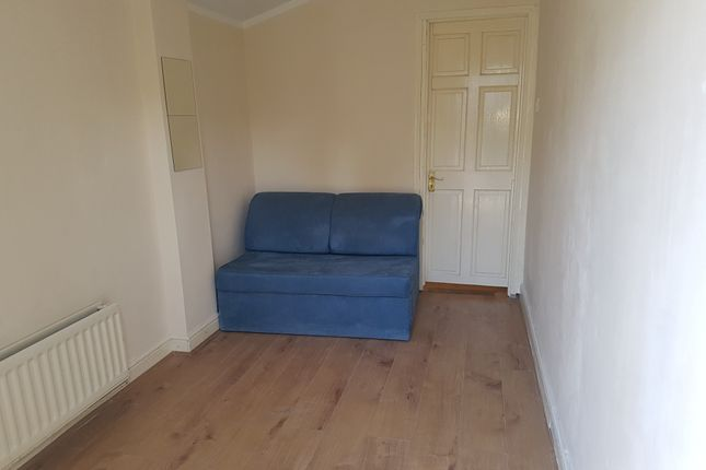 1 bed flat to rent in Tylehurst Gardens, Ilford, Essex