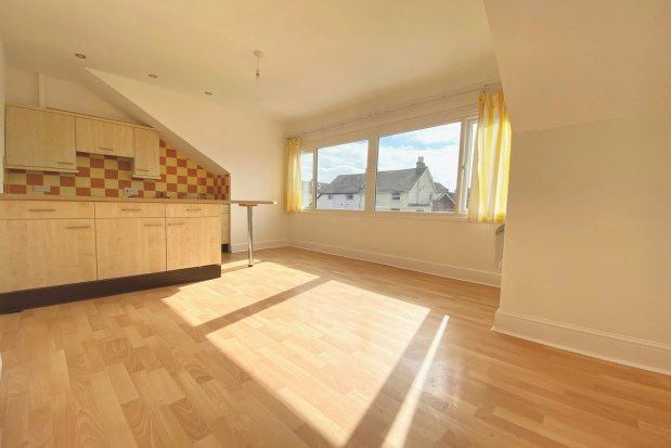 2 bed flat to rent in 22 Whitwell Road, Southsea PO4
